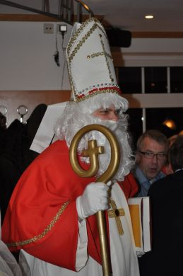 Nikolaus im Mon Ami belohnt fröhliche Gäste